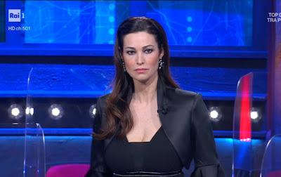 Manuela Arcuri bella concorrente i soliti ignoti 30 aprile