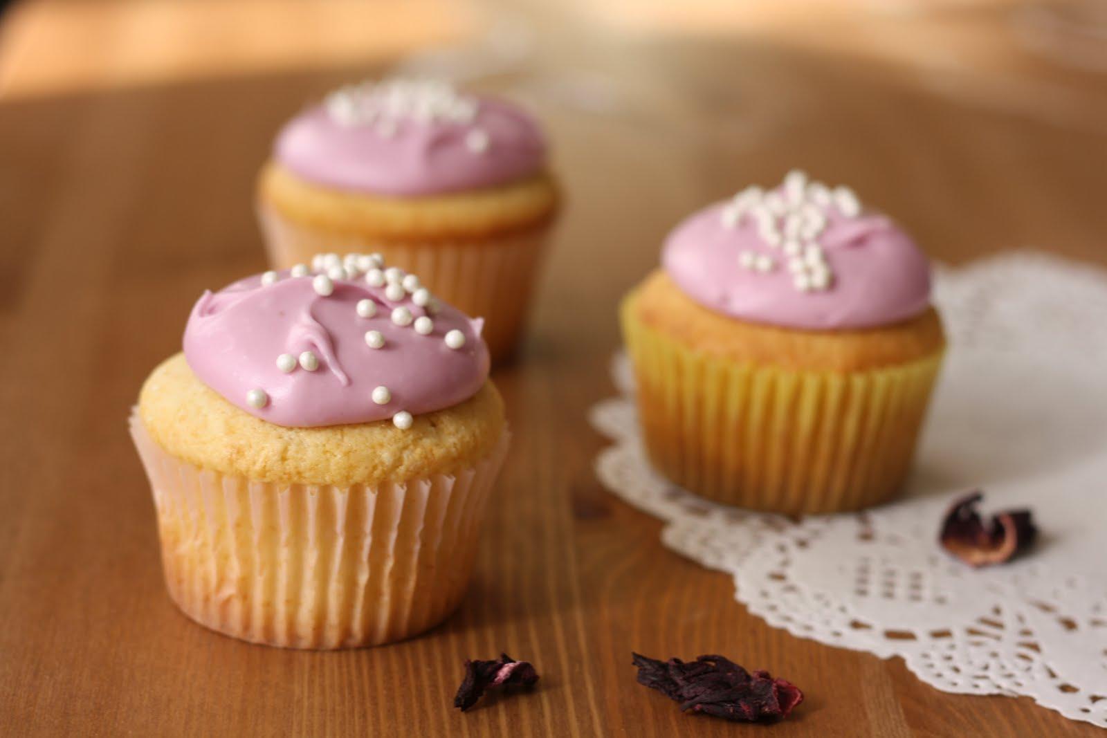 Hummingbird Bakery Lemon Cupcakes With Hibiscus Cream