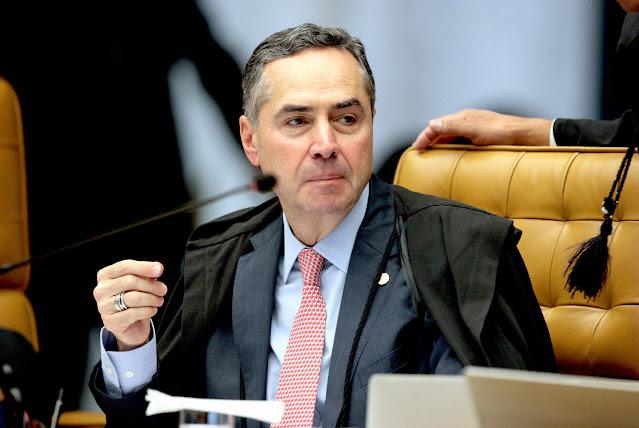 Tentativa de barrar eleição configura crime de responsabilidade, diz Luís Roberto Barroso, presidente do Tribunal Superior Eleitoral, após ameaça de Bolsonaro