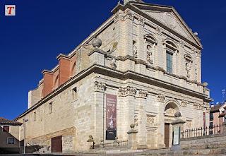 Iglesia de Santa Cruz con el Museo de Semana Santa en Medina de Rioseco, Valladolid