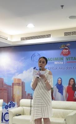vitacimin_white_dan_vitacimin_nutriglow_teman-terbaik-untuk-wanita-multitasking