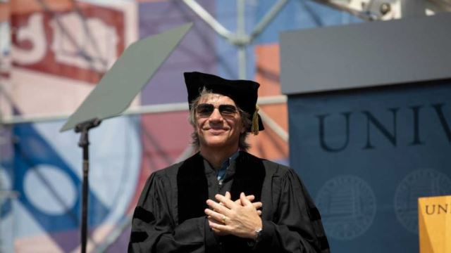 JON BON JOVI: Επίτιμος διδάκτωρ μουσικής στο Πανεπιστήμιο της Πενσιλβανίας