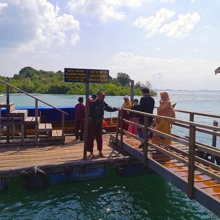 Menghadiri Undangan Pesta Pernikahan Adat Melayu di Pulau Abang Batam