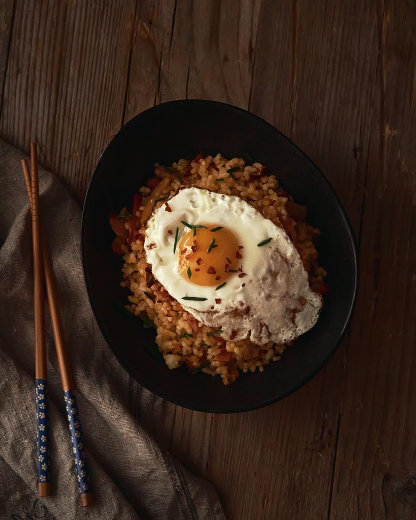 kimchi fried rice o arroz frito coreano con kimchi