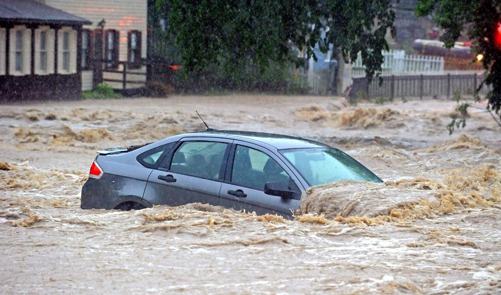 Bảo hiểm thủy kích giúp tiết kiệm chi phí sửa chữa khi xe bị ngập lụt