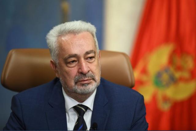 Zbog negiranja genocida, premijer Krivokapić zatražio smjenu Leposavića