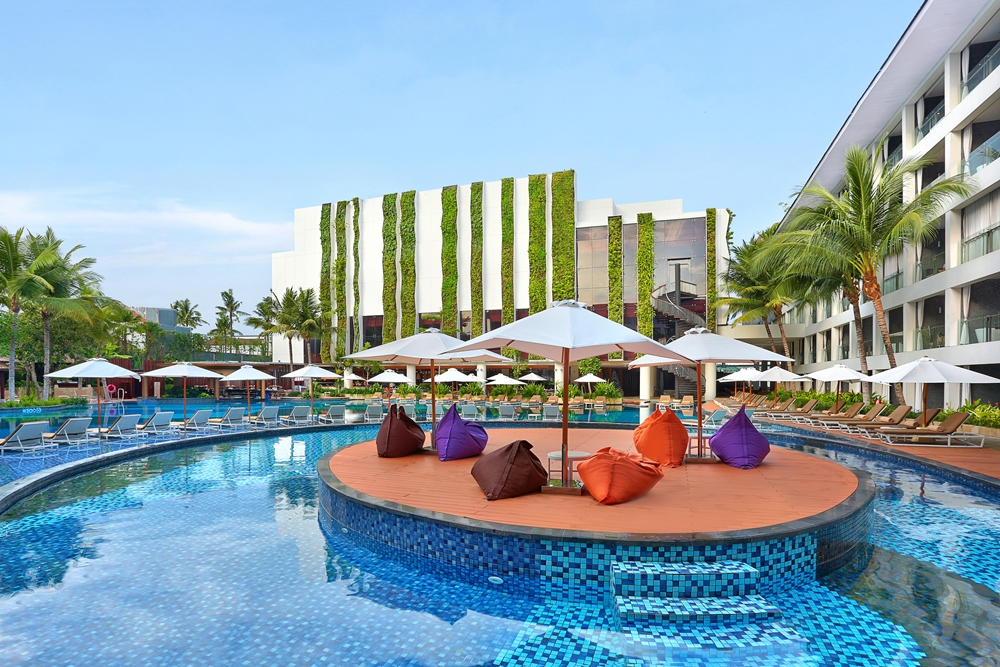 DELUXSHIONIST TRAVEL BEST HOTEL'S POOL IN KUTA AT THE STONES HOTEL BALI