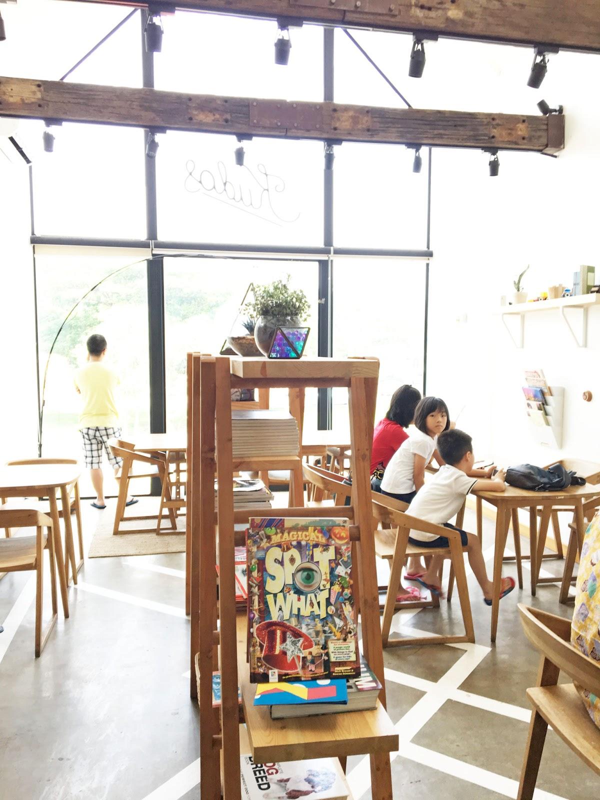 kudos cafe surabaya