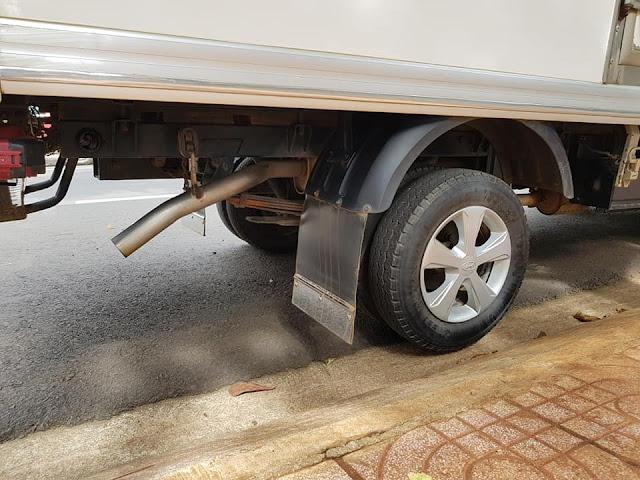 Lốp xe và gầm sắt xi xe đông lạnh 1 tấn cũ