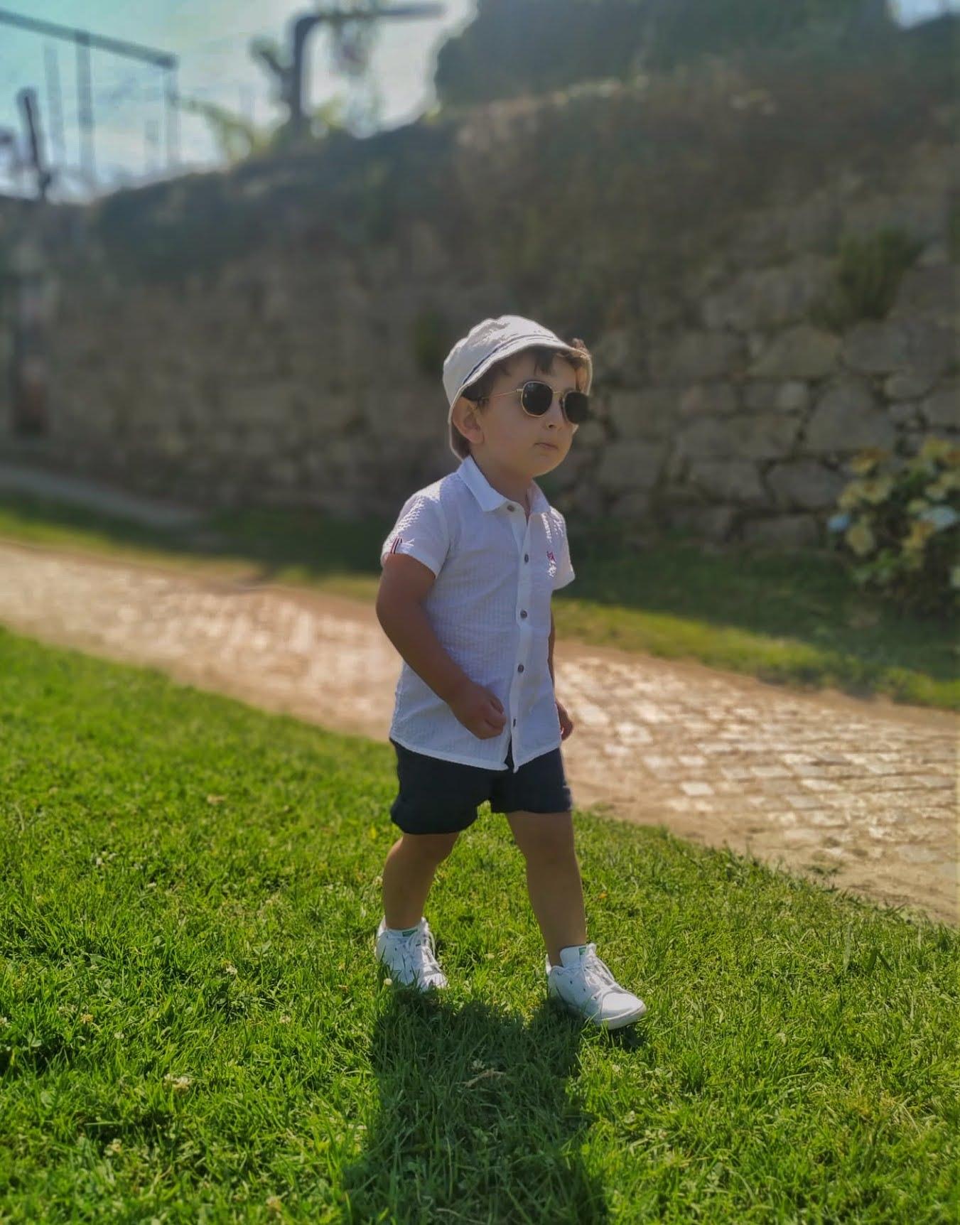 As crianças devem utilizar óculos de sol?