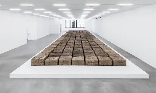 Santiago Sierra e Mike Bouche (The Zurich Load) Arte Cacaista