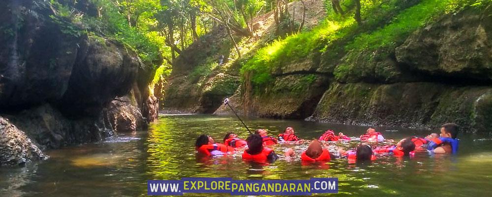 aktivitas body rafting di grand cliff batu lumpang garden