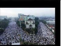 Menilik Klaim Jonru di FB thd Keramaian Jamaah Sholat Ied di Jatinegara vs Masjid Istiqlal. Simak Video Yang Sebenarnya!
