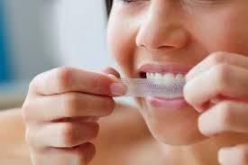 لصقات تبييض الاسنان ومنتجات تبييض الاسنان