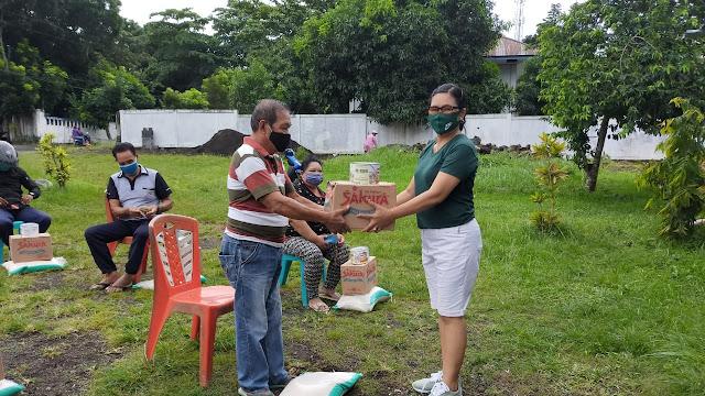 Kelurahan Pateten Dua dan Aertembaga Dua Salurkan Bansos Untuk Warganya