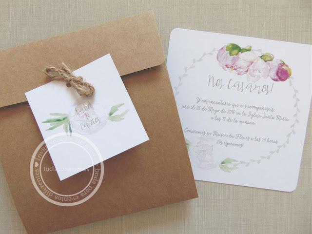 Invitación de boda con flores de acuarela dibujadas y corona vegetal