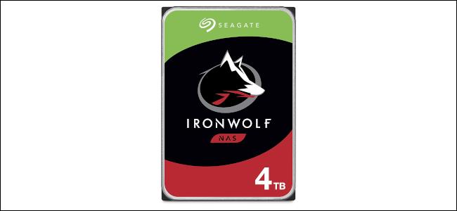 محرك أقراص Seagate IronWolf 4 TB NAS.