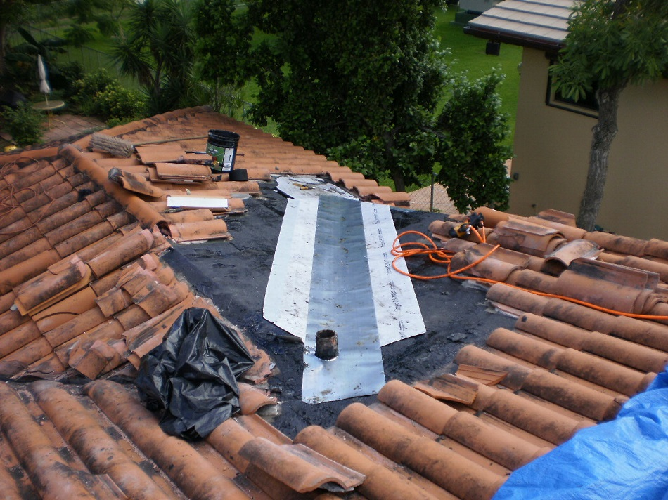 Roofer mike says miami roofing blog clay tile roof for Clay tile roofs
