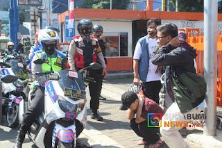 Polisi beri sangksi push up kepada warga yang tidak menggunakan masker