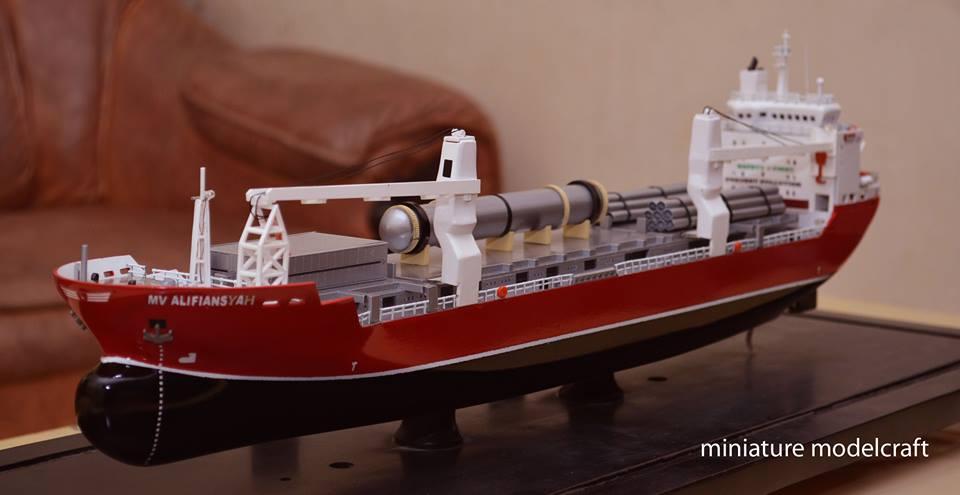 miniatur kapal cargo mv hhl congo hansa heavy lift fleet vessel asia ship