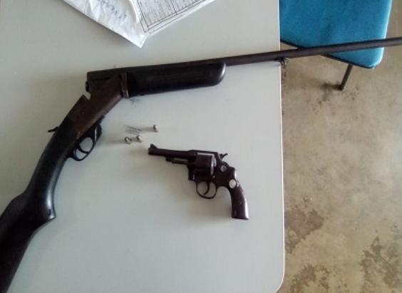 Em Senador Rui Palmeira, polícia prende dupla com armas de fogo