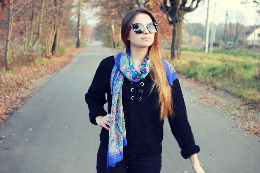 ☂ Czarny wiązany sweter.