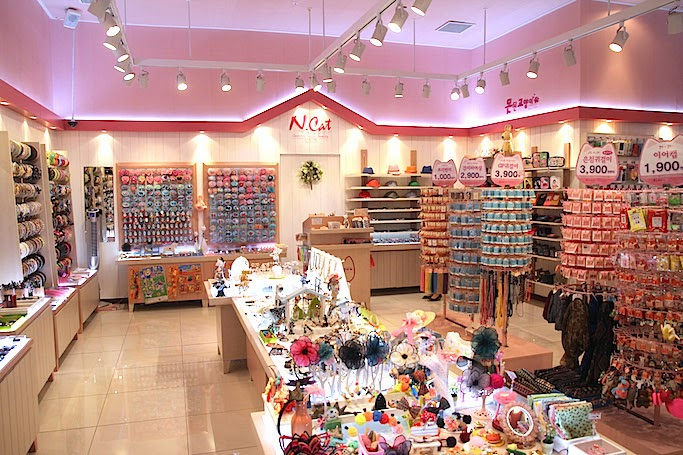 Koreas No 1 Accessories Store Naughty Cat is Opening