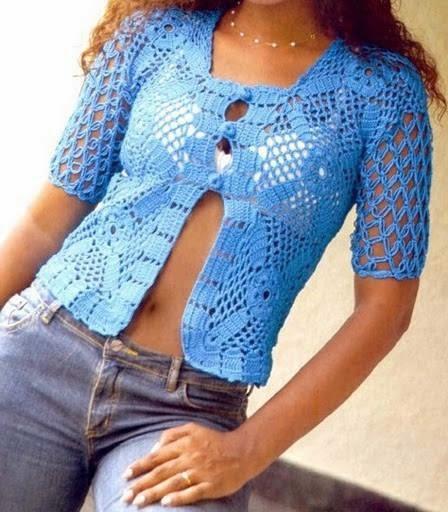 Blusa azul crochet abierta en abdomen con botones y mangas cortas