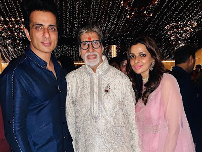 Sonu Sood with his wifey and amitabh bachchan