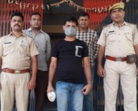 Jhunjhunu News- 2000 रुपए का इनामी बदमाश गिरफ्तार, 2 साल से था फरार -Two thousand prize crook arrested, was absconding for 2 years