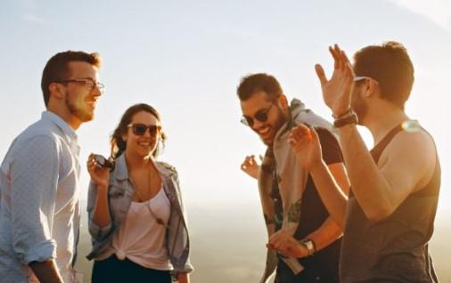 Cara Mendapatkan Pacar Dalam Waktu Singkat dengan perluas pertemanan