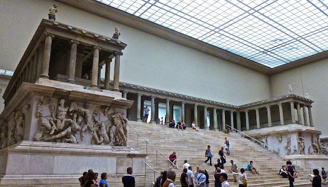 http://1.bp.blogspot.com/-rLDlR08j1Hc/U52wCK0kexI/AAAAAAAAJOM/GIggQda22Ag/s1600/Museums+Pergamon+Berlin+P1010523.JPG
