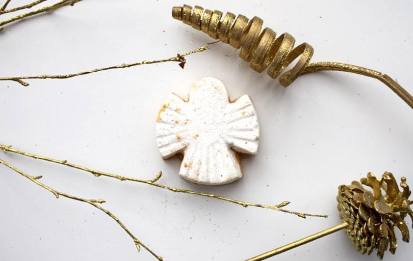 lush christmas snow angel bath melt