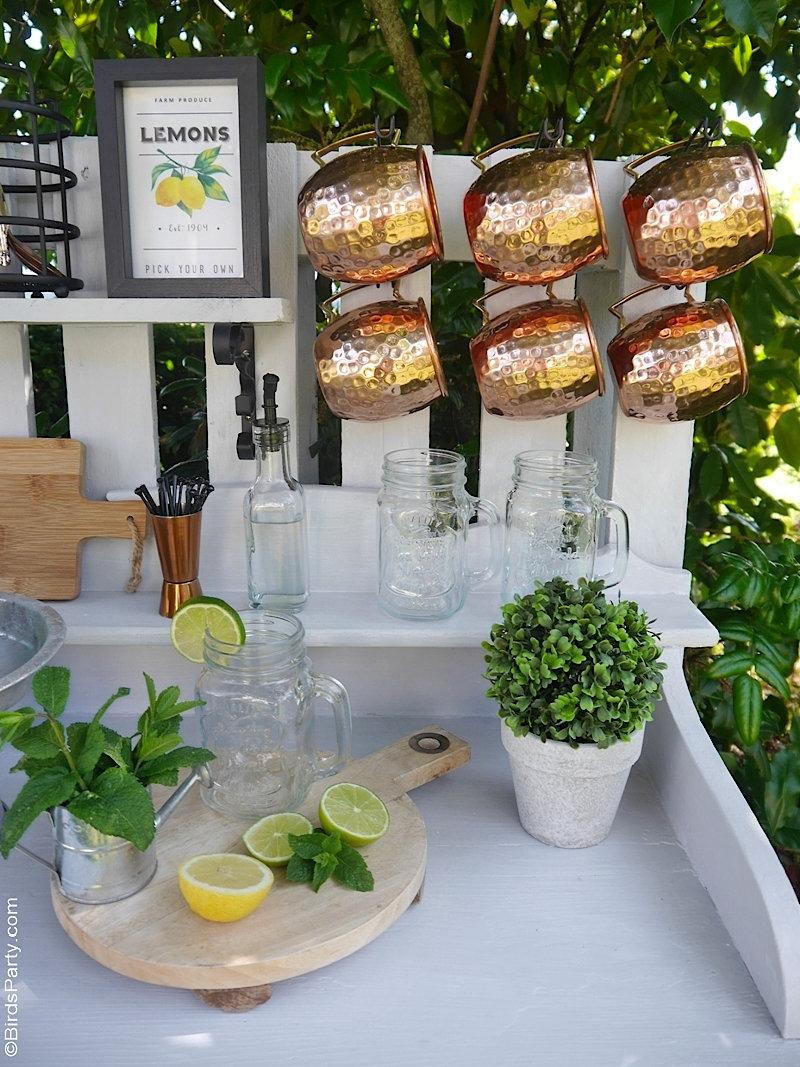 DIY Bar d'Extérieur en Bois Recyclé - bricolage facile pour transformer une vieille commode et une palette pour créer votre propre bar de jardin! by BirdsParty.com @birdsparty #diy #bricolage #recyclage #projetdiy #varexterieur #diybar #barboissons #aperoestival #aperobar