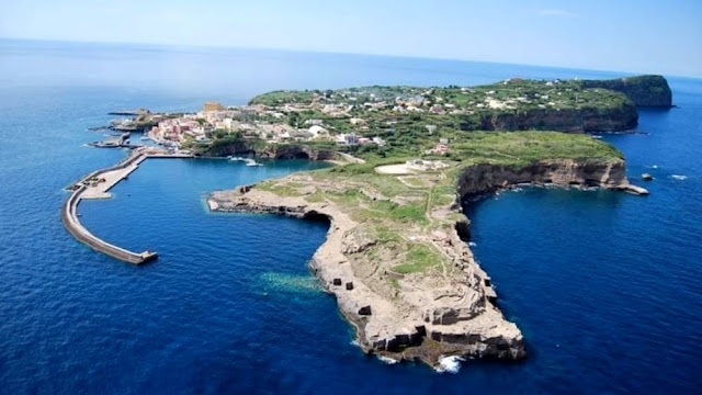 Roman ship anchors found in the sea off Italy's Ventotene Island