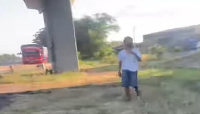 Pilu! Tak Punya Uang untuk Bayar Kost, Seorang Anak Piatu Hidup Sendirian di Bawah Kolong Jembatan