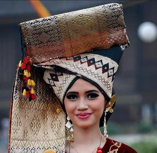 Pakaian Adat Minangkabau Sumatera Barat