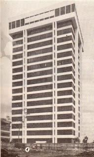 Gedung BULOG sebelum renovasi, jendela hitam, clad putih