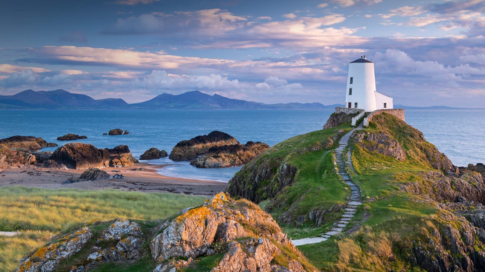 Tŵr Mawr Lighthouse on Llanddwyn Island in Anglesey, North Wales © Jon Arnold/DanitaDelimont.com