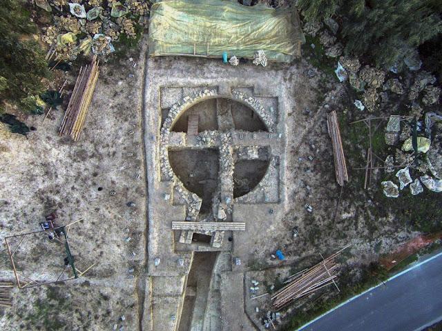 Археологи знайшли в Греції дві царські гробниці набиті золотом