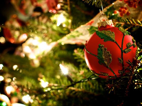 besplatne Božićne slike za mobitel 640x480 free download čestitke blagdani Merry Christmas kuglica za bor