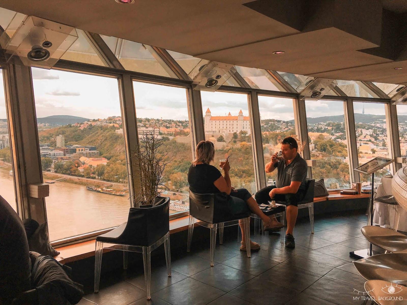 My Travel Background : visiter Bratislava, la capitale de la Slovaquie, en 1 jour - Pont MOST SNP et la tour UFO - Château de Bratislava