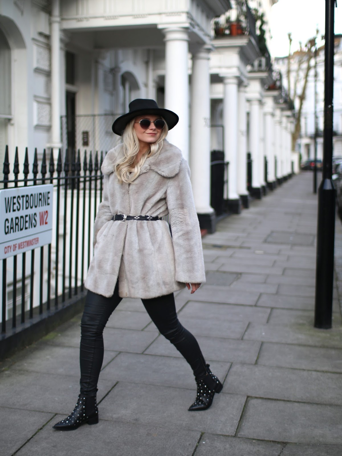 blogger wearing bohemian inspired outfit in london