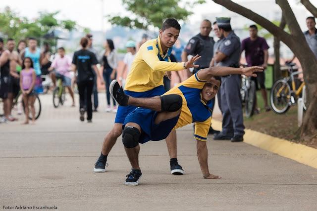 Grupo Zumb.boys encerra a programação do ano com apresentações em Perus e na Zona Leste