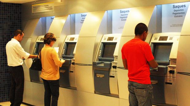 Bancos fecham no feriado e funcionam normalmente na sexta-feira