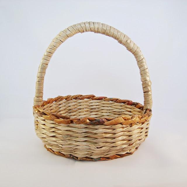 koszyczek przypominający wiklinę