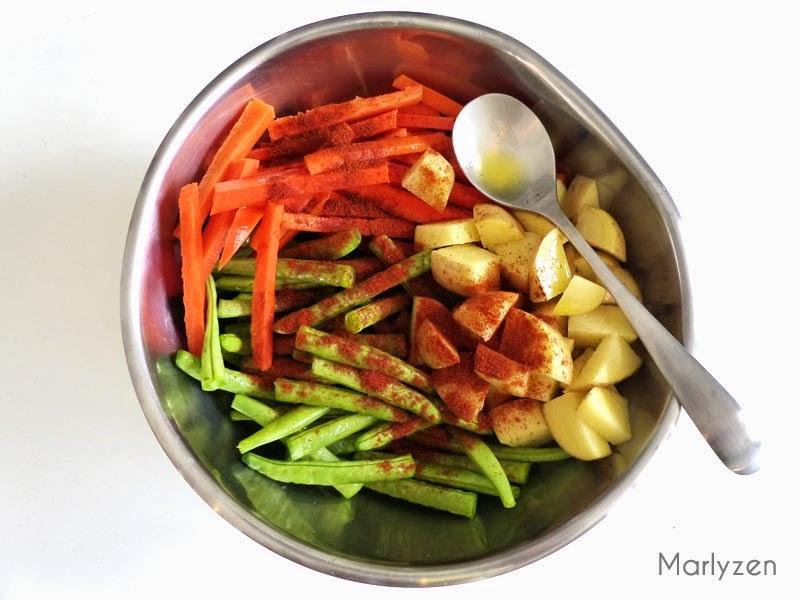 Ajoutez de l'huile d'olive et du piment doux en poudre (ou paprika).