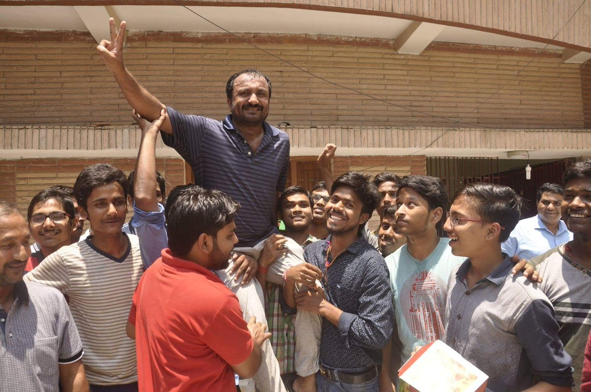 आनंद कुमार के सुपर-30 का फिर कमाल, JEE में 26 स्टूडेंट पास