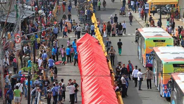 Jengah Dengan Kebijakan Gubernur Anies 'Manjakan' PKL Kuasai Jalan, Supir Angkot Protes Minta Jalur Tanah Abang Dibuka,