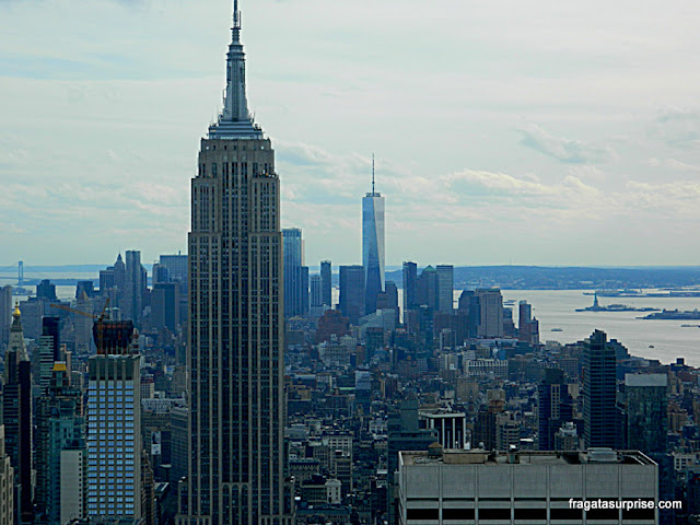 O Empire State Building e o One World Observatory vistos do Top of the Rock, Nova York